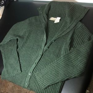 Button-up sweater 💚